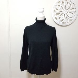 Jaclyn Smith size L turtle neck cashmere sweater